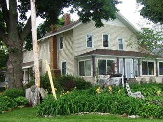 An Old Lake House on Lake Erie @ Mitiwanga Park OH - Ohio vacation rentals