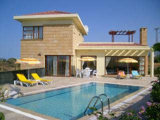 Charming 3 bedroom Villa in Karsiyaka with A/C - Karsiyaka vacation rentals
