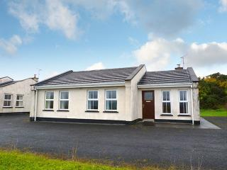 Perfect Bungalow with Central Heating and Parking Space - Drumshanbo vacation rentals