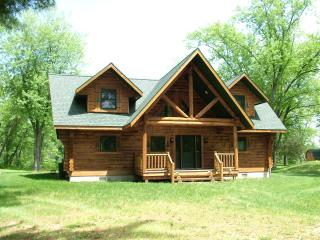 Eagle Bay on Castle Rock Lake only 30 min to Dells - New Lisbon vacation rentals