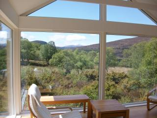 Bright 4 bedroom Braemar Cottage with Internet Access - Braemar vacation rentals