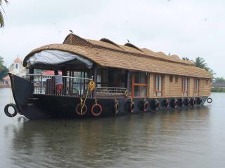 Sreekrishna houseboats - Kumarakom vacation rentals