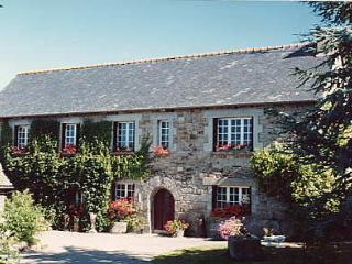 Kermarch farmhouse & cottage - Saint Nicolas du Pelem vacation rentals