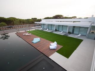 Most prestige luxury 6 bedroom ensuite villa with infinitive pool in Vilamoura - Vilamoura vacation rentals