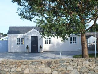 Perfect Bungalow with Internet Access and Central Heating - Morfa Bychan vacation rentals