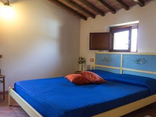 La Locanda di Via della Ralla - Camera Romantica - Chiesina Uzzanese vacation rentals