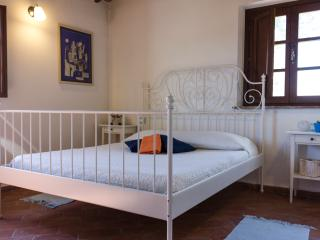 La Locanda di Via della Ralla - Camera Bianca - Chiesina Uzzanese vacation rentals