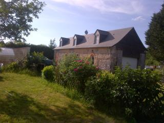 Comfortable Gite with Internet Access and Satellite Or Cable TV - Meslay-du-Maine vacation rentals