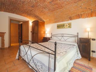 Agriturismo La Cantina camera matrimoniale - Farigliano vacation rentals