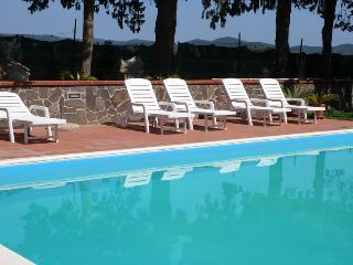 CASALE ACQUAVIVA  villa singola o appartamenti - Campiglia Marittima vacation rentals