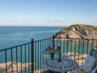 Seascapes, sea facing 3 bedroom apartment with private parking for 2 cars - Ilfracombe vacation rentals
