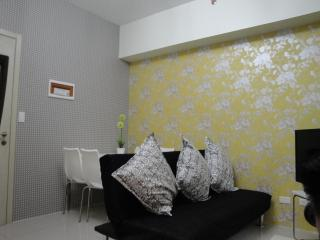 Condo in Makati 2bedroom free WiFi - Makati vacation rentals