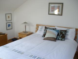 Nice 3 bedroom Glencolmcille Cottage with Dishwasher - Glencolmcille vacation rentals