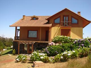 MONTE DA LAGOA, beautiful quiet cozy cottage... - Santo da Serra vacation rentals