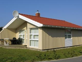 Charming 3 bedroom Villa in Friedrichskoog with DVD Player - Friedrichskoog vacation rentals