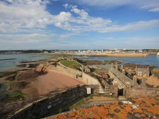 Comfortable 1 bedroom Castle in Saint Helier with Satellite Or Cable TV - Saint Helier vacation rentals