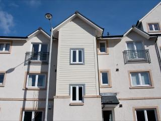 Nice 2 bedroom Apartment in Stirling with Internet Access - Stirling vacation rentals