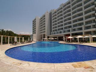 Gorgeous Condo with Deck and Internet Access - Bucerias vacation rentals