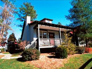 Charming 2 bedroom Flat Rock Cottage with Deck - Flat Rock vacation rentals