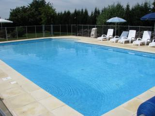 Bright 3 bedroom Gite in Saint Simon de Pellouaille with Internet Access - Saint Simon de Pellouaille vacation rentals