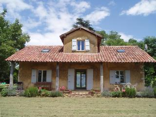 Bright 2 bedroom Cazaubon Gite with Internet Access - Cazaubon vacation rentals