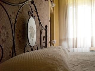 """""""Camera del Senatore"""" camera tripla con bagno al primo piano - Calci vacation rentals"""