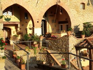 Dreamful rooms or apartments in the heart of Tuscany - Castiglion Fiorentino vacation rentals