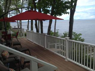 Bright 3 bedroom Northport Cottage with Deck - Northport vacation rentals