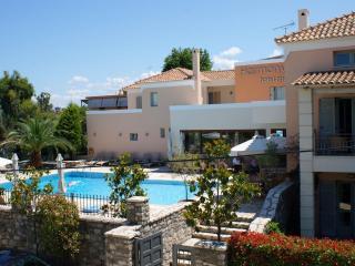 Harmony Hotel Apartments Maisonette KYVELI 3-5 per - Longos vacation rentals