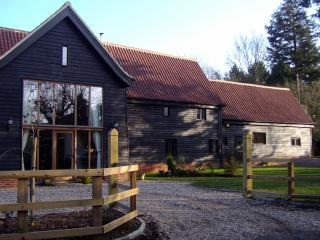 Wonderful 1 bedroom Bury Saint Edmunds Barn with Internet Access - Bury Saint Edmunds vacation rentals