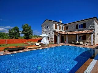4 bedroom Villa with Internet Access in Cabrunici - Cabrunici vacation rentals