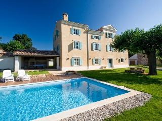 5 bedroom Villa with Internet Access in Brtonigla - Brtonigla vacation rentals