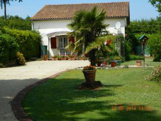 Pinewood Cottage Civray France - Civray vacation rentals