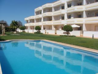 LUXURY 2 BEDROOM APARTMENT - Guia vacation rentals