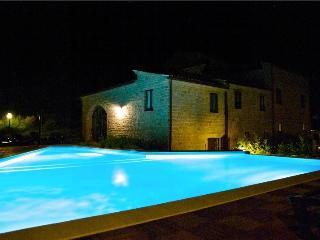 Il Casale di Gualdo fantastica casa con area relax - Gualdo vacation rentals