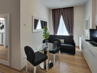 Stylish, brand new 2 bedroom apartment in Florence with terrace, sleeps 5 - Florence vacation rentals