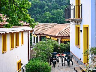 mono3 (noce) - Messina vacation rentals