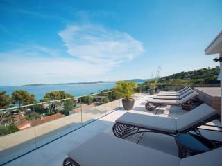 Superb, Pet-Friendly, Contemporary Penthouse with Hot Tub in Saint-Tropez - Les Issambres vacation rentals