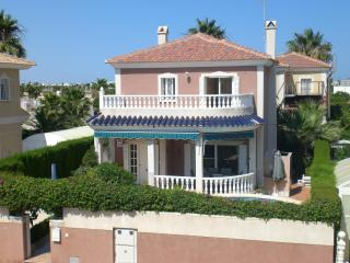 Cozy 3 bedroom Villa in Los Alcazares with A/C - Los Alcazares vacation rentals