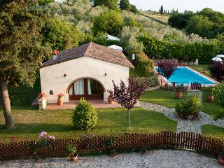 Sunny, tranquil 3 bedroom farmhouse with private garden and pool in Tuscany - Tavarnelle Val di Pesa vacation rentals