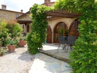 Stunning farmhouse apartment located between Tuscan cities of San Gimignano and Volterra, shared pool, private garden, sleeps 6 - San Gimignano vacation rentals