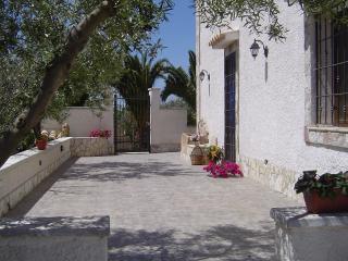 """Casa vacanza in campagna """"Villa Elisa"""" - Marinella di Selinunte vacation rentals"""