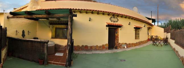 Cozy 2 bedroom Cave house in Cortes de Baza - Cortes de Baza vacation rentals