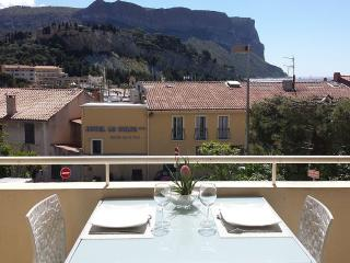 Nice Condo with Internet Access and Dishwasher - Cassis vacation rentals
