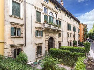 Dimora Ottolini con 6 posti letto - Verona vacation rentals