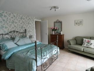 1 bedroom Gite with Internet Access in Vasles - Vasles vacation rentals