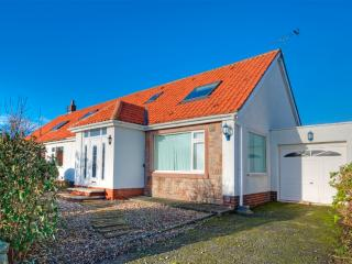 Lovely 4 bedroom Beadnell Cottage with Internet Access - Beadnell vacation rentals