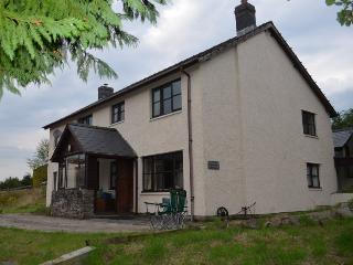 4 bedroom Farmhouse Barn with Internet Access in Builth Wells - Builth Wells vacation rentals