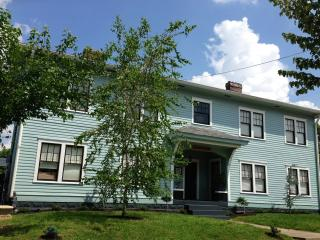 Suite 2 In Victorian Community Washer/dryer 3 beds - Louisville vacation rentals