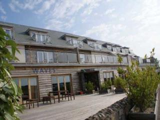 Comfortable 4 bedroom Castel Resort with Internet Access - Castel vacation rentals